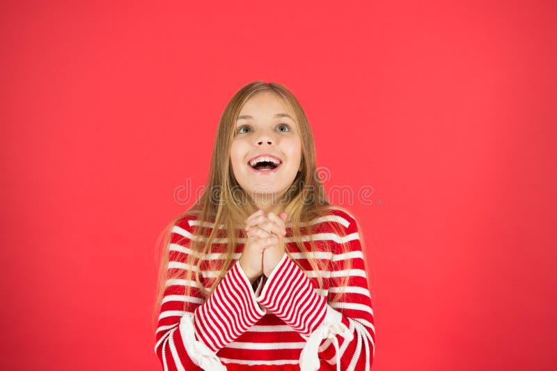 gör wishen Hopp för den bästa flickalovande personen upphetsade framsidan som gör önska tro mirakel Barnflicka som drömmer hennes arkivfoton