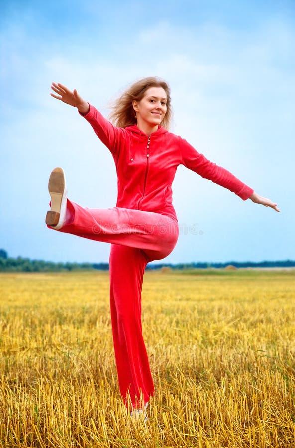 Download Göra övningskvinnabarn arkivfoto. Bild av livsstil, positivt - 19798480