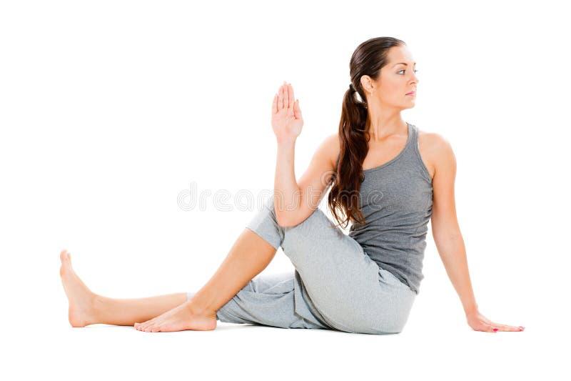 göra barn för yoga för övningsböjlighetskvinna arkivbild