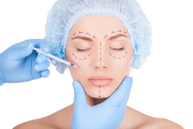 Göra en Botox injektion. royaltyfri foto