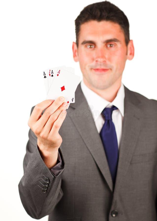 göra ett ess på uppvisning för poker för affärsmankort fyra royaltyfria bilder
