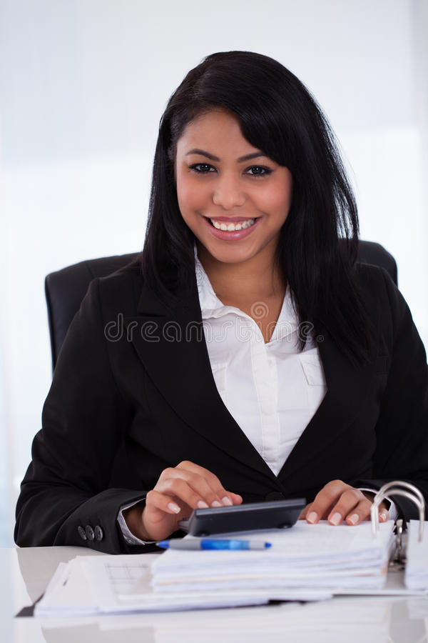 göra för affärskvinnaberäkningar royaltyfri foto