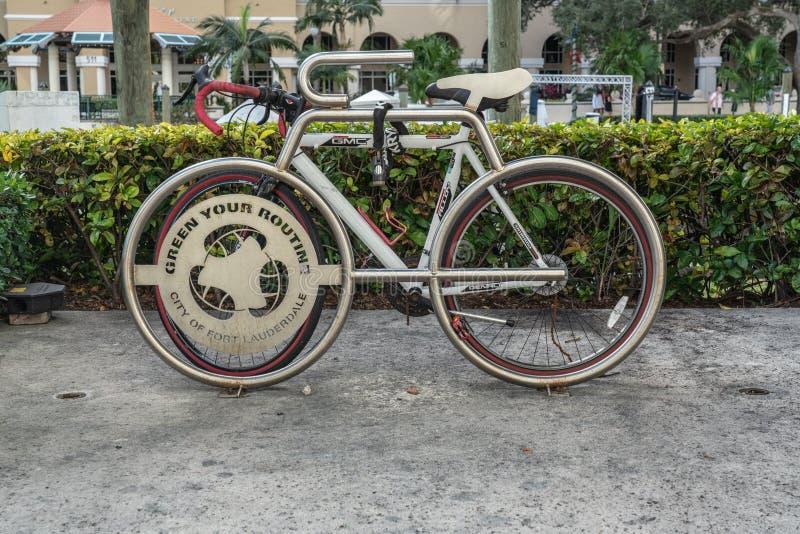 Göra grön din rutinmässiga cykelkugge arkivbild