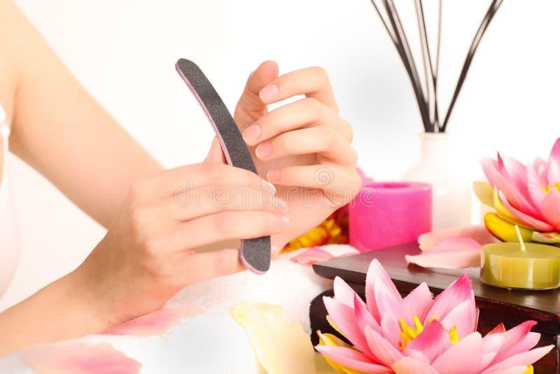göra manicurekvinnan royaltyfria foton