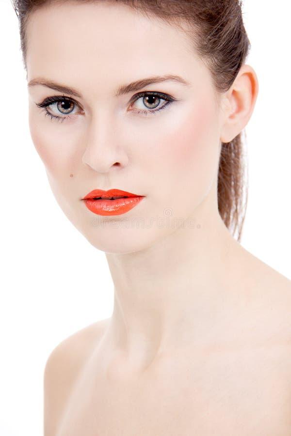 Göra perfekt skönhetkvinnan vänder mot med isolerade orange kanter arkivbild