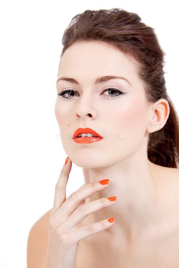 Göra perfekt skönhetkvinnan vänder mot med isolerade orange kanter royaltyfri bild