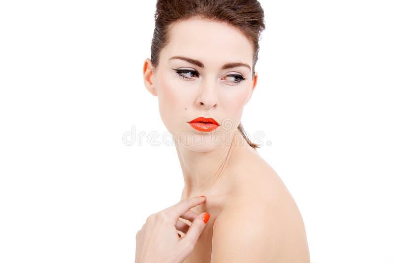 Göra perfekt skönhetkvinnan vänder mot med isolerade orange kanter royaltyfria bilder