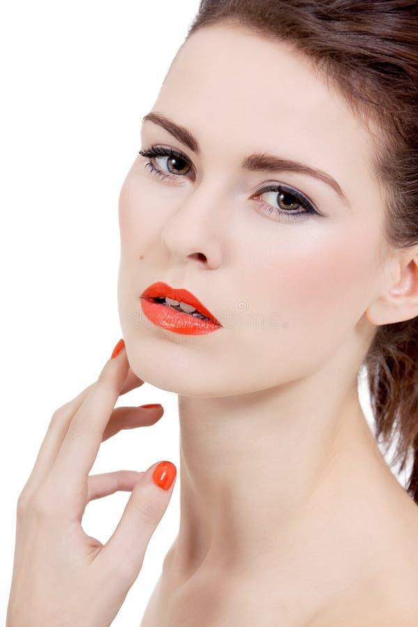 Göra perfekt skönhetkvinnan vänder mot med isolerade orange kanter royaltyfri fotografi