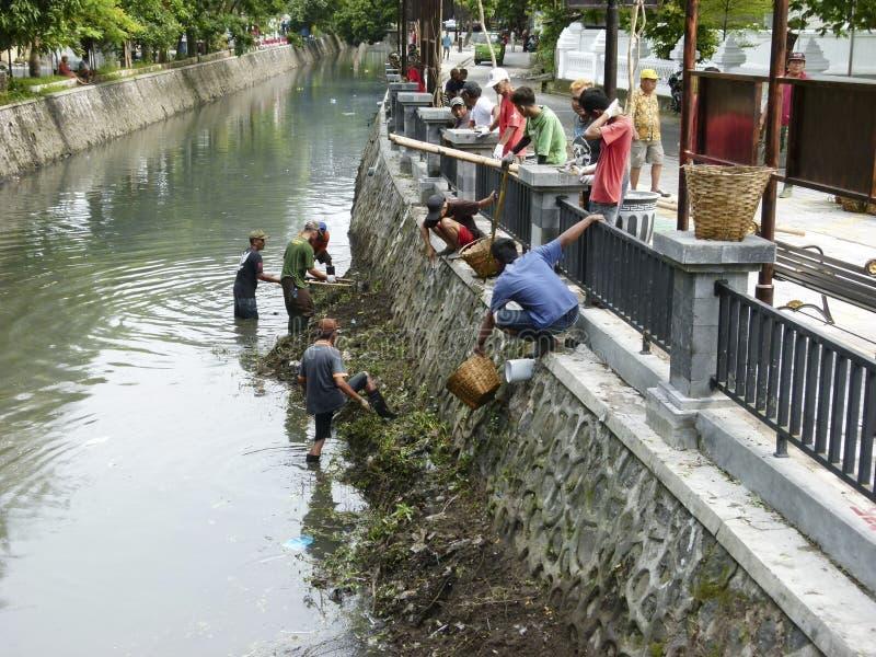 Göra ren floden arkivfoto