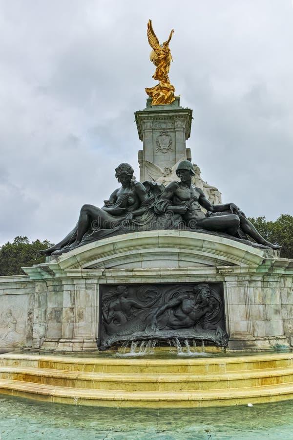 Göra till drottning Victoria Memorial framme av Buckingham Palace, London, England, Förenade kungariket arkivfoto
