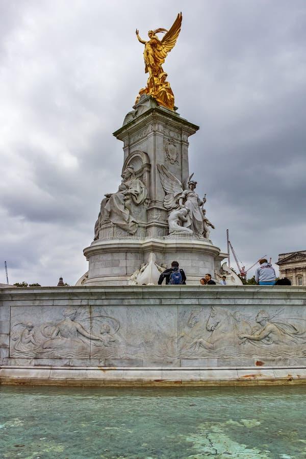 Göra till drottning Victoria Memorial framme av Buckingham Palace, London, England, Förenade kungariket fotografering för bildbyråer