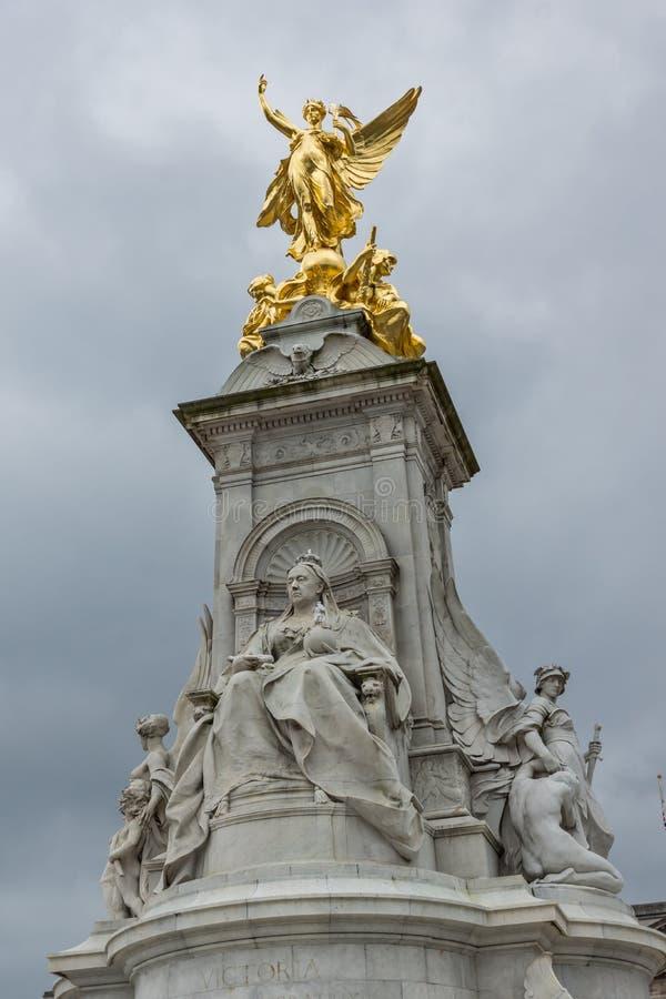 Göra till drottning Victoria Memorial framme av Buckingham Palace, London, England, Förenade kungariket royaltyfria bilder