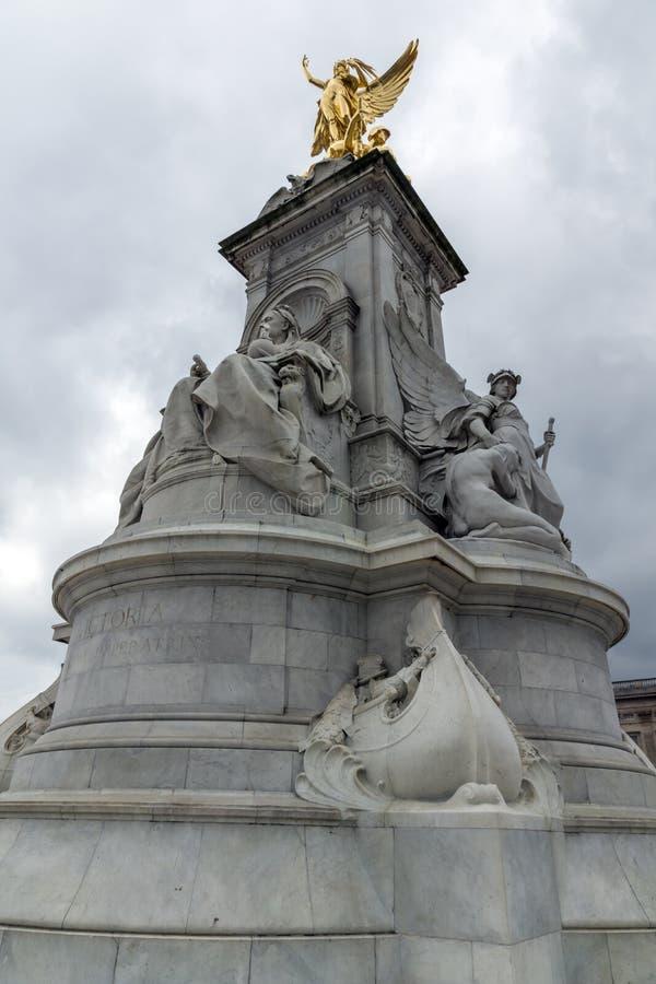 Göra till drottning Victoria Memorial framme av Buckingham Palace, London, England, Förenade kungariket royaltyfria foton