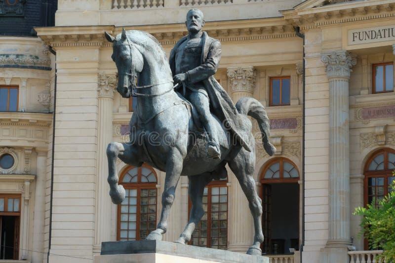 Göra till kung Carol I på häststatyn, Bucharest, Rumänien fotografering för bildbyråer
