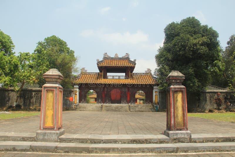 Göra till kung gravvalvet för Gia Long ` s, grundaren av Nguyen Dynasty, tonen, Vietnam royaltyfri bild