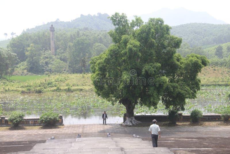 Göra till kung gravvalvet för Gia Long ` s, grundaren av Nguyen Dynasty, tonen, Vietnam royaltyfria foton