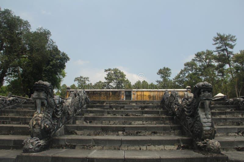 Göra till kung gravvalvet för Gia Long ` s, grundaren av Nguyen Dynasty, tonen, Vietnam royaltyfri foto