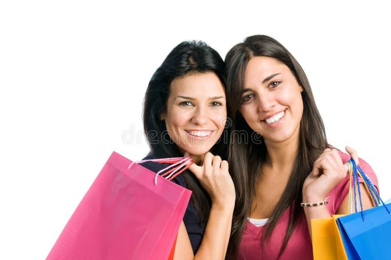 göra vänner som shoppar unga kvinnor royaltyfri foto