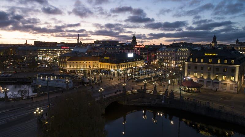 Göteborg - Sverige Circa oktober 2019: Flygvy på upptagen kvadrat och station med namnet `Kungsportsplatsen` royaltyfria foton