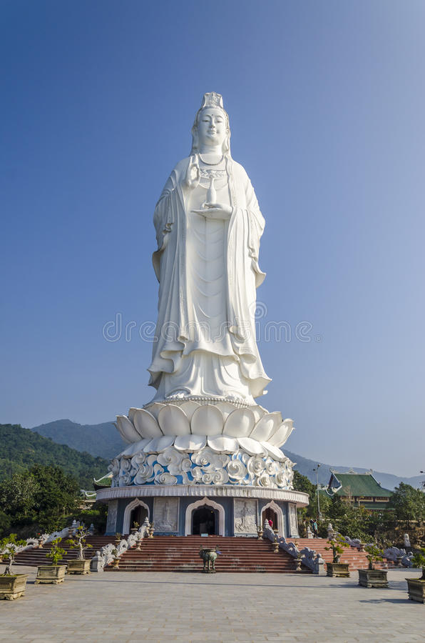 Göttin der Statue der Gnade (Quang Am Bo Tat) an Linh Ung-Pagode, Da Nang stockfotos