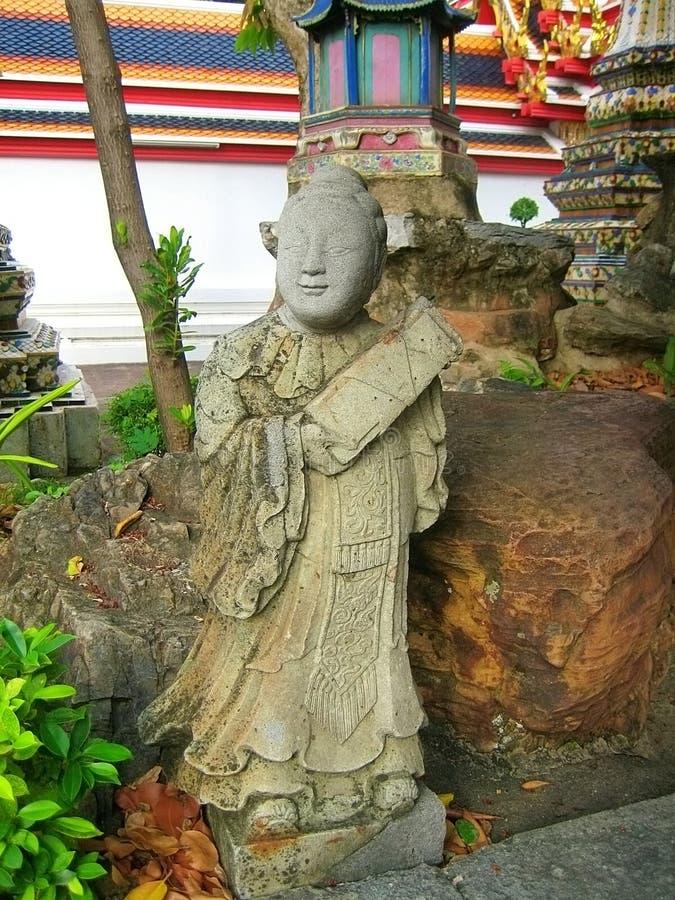 G?tzenbild am Tempel des st?tzenden Buddhas lizenzfreie stockfotos