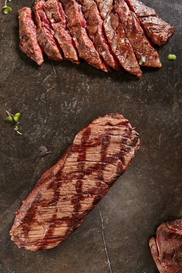 Gęści plasterki Gorący Piec na grillu Cały maczeta stek a lub Spódnicowy stek obrazy stock