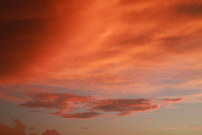 Gęste pomarańcz chmury obrazy royalty free