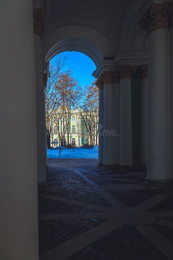 Główna brama erem w St Petersburg w zimie obraz stock