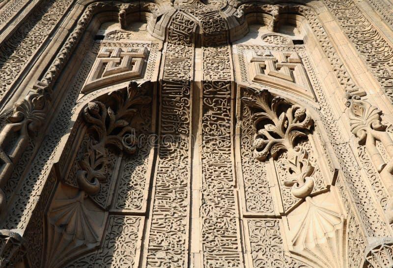 Główna brama Ince Minareli Medrese aka Nikły Minaretowy Madrasah obrazy royalty free