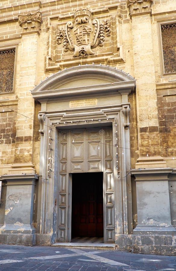Główna brama St Francis Assisi kościół, Valletta, słód zdjęcia royalty free