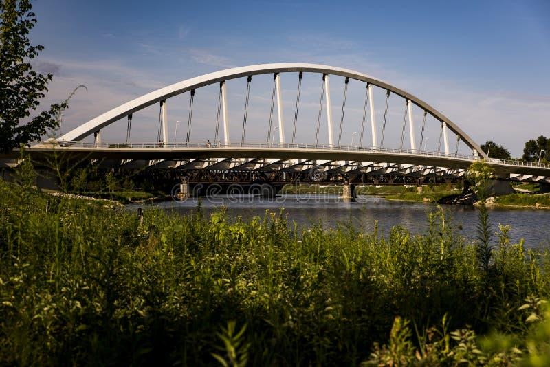 Główna Ulica łuku most Kolumb, Ohio - Scioto rzeka - fotografia stock