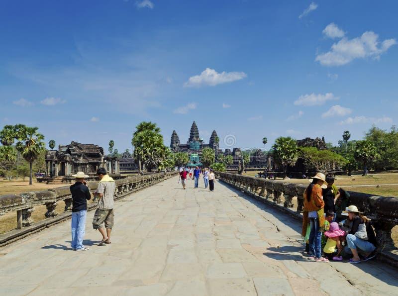 Główne wejście angkor wata świątynie blisko siem przeprowadza żniwa Cambodia obraz royalty free