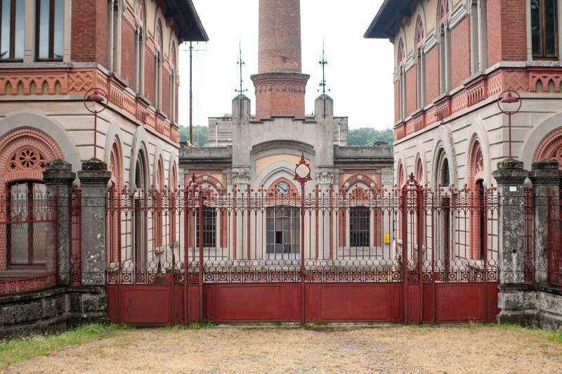 Główne wejście Crespi fabryka w prowinci Bergamo, Lombardy, Włochy, fotografia royalty free