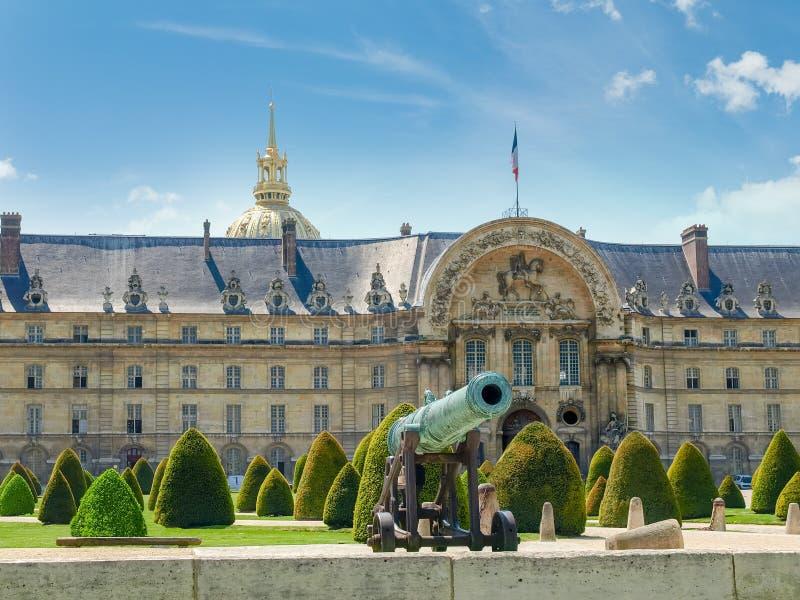 Główne wejście hotelu Des Invalides w Paryż obrazy stock