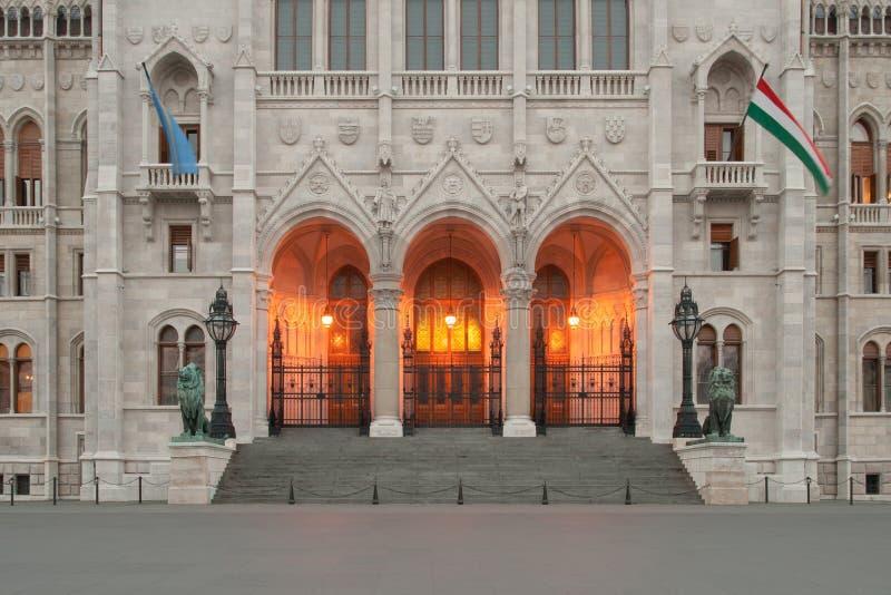 Główne wejście Węgierski parlament zdjęcie stock