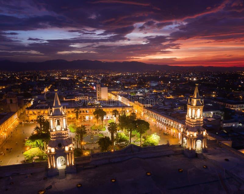 GŁÓWNEGO PLACU I katedry kościół W PERU obrazy royalty free