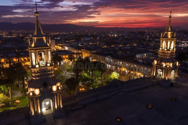 GŁÓWNEGO PLACU I katedry kościół W PERU zdjęcie stock