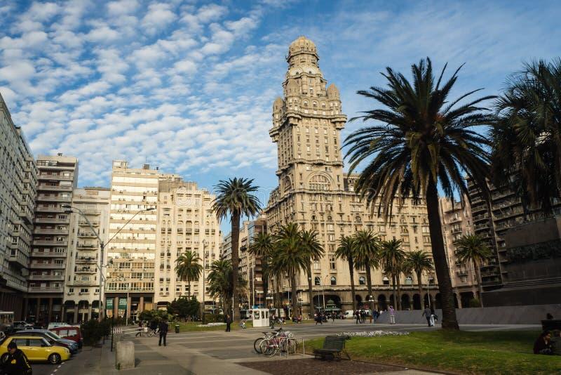Główny plac w Montevideo, plac De Los angeles Independencia, salwy pala obraz royalty free