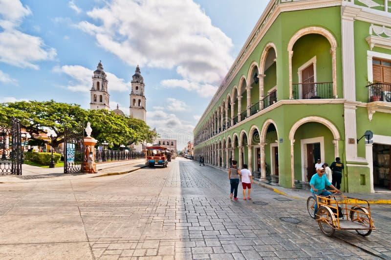 Główny plac z katedrą w Campeche, Meksyk obrazy royalty free