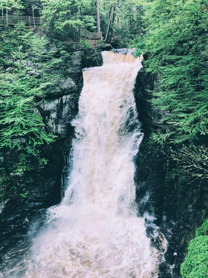 Głównych Bushkill spadków spływania wodny post obraz stock