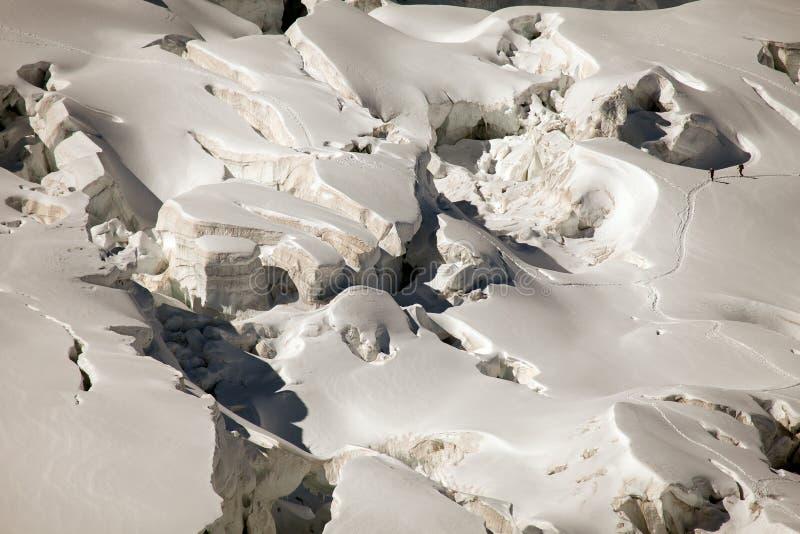 Głębocy lodowów crevasses na Mont Blanc, włoszczyzny strona zdjęcie stock