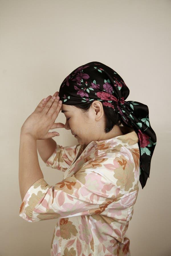 głęboka myśli azjatyckiej kobiety obraz royalty free