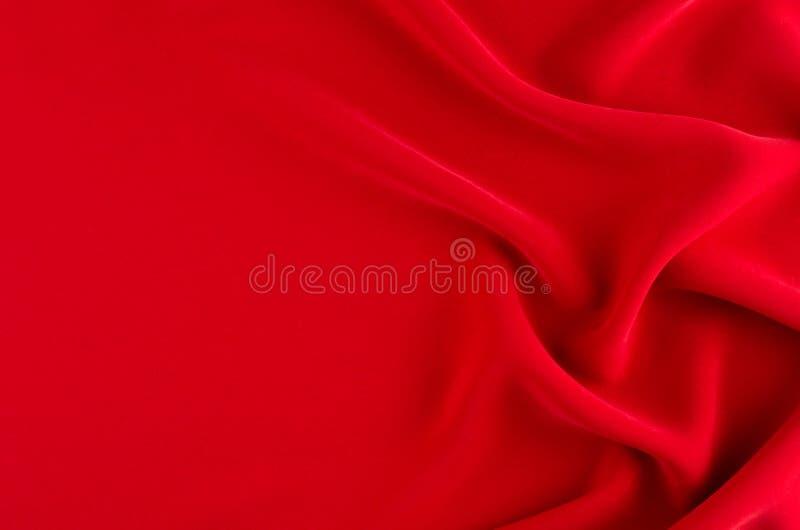 Głęboki - czerwonego jedwabiu gładki tło z kopii przestrzenią Abstrakcjonistyczny miłości tło fotografia stock