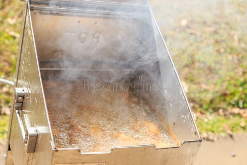 Głęboki Fryer Emituje dym lub kontrparę Od upału obrazy stock