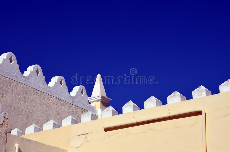 Niebieskiego nieba i dachu szczegół obraz royalty free