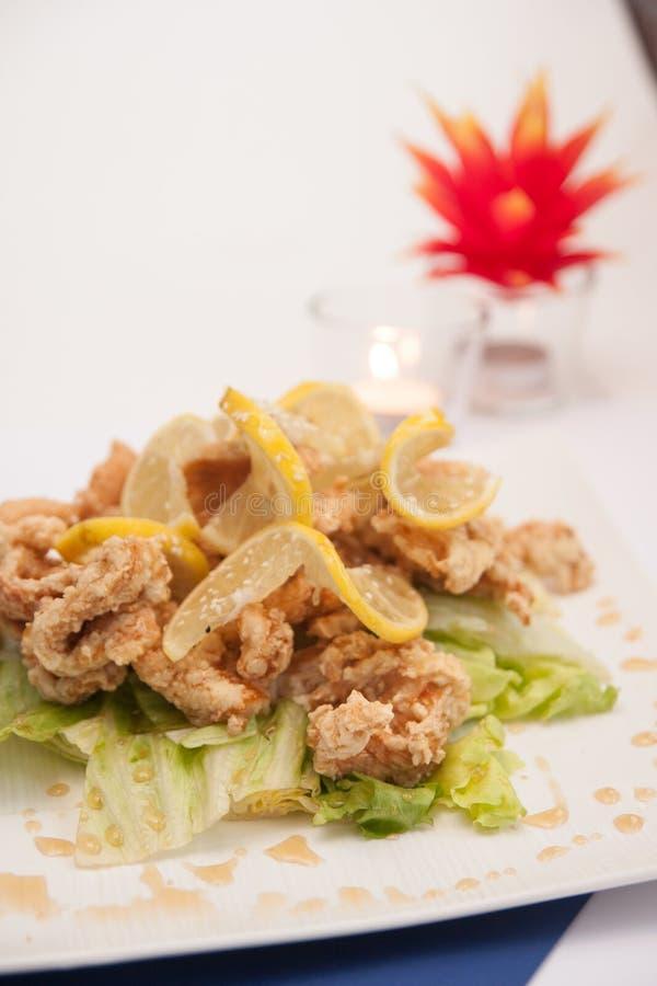 Głęboki pieczony kurczak z miodu i cytryny kumberlandem. zdjęcia stock
