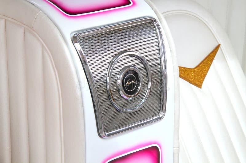 Gładki biały wnętrze dostosowywający samochód zdjęcia stock