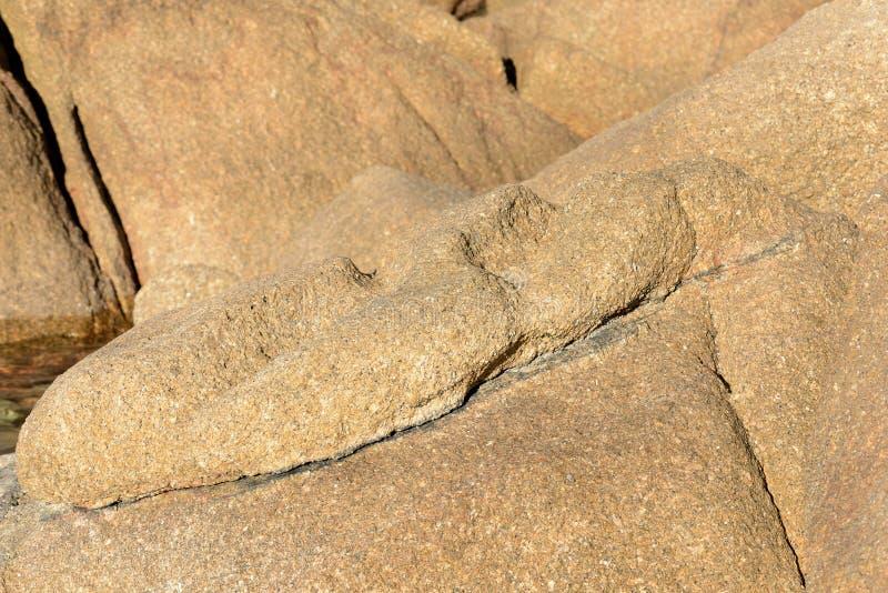Głazy na dennego wybrzeża Naturalnym kamiennym tle zdjęcia royalty free