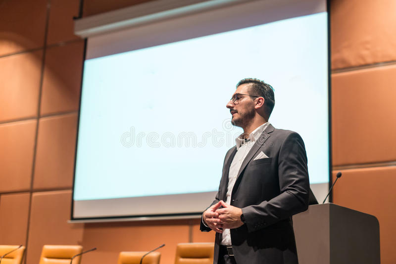 Głośnikowa daje rozmowa przy Biznesową konferencją zdjęcia royalty free
