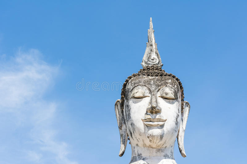 Download Głowa Biały Buddha Wizerunek, Niebieskie Niebo I Obraz Stock - Obraz złożonej z duży, religijny: 41952661